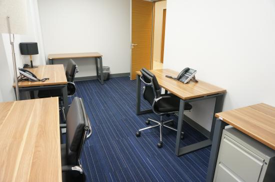 160 Square Foot Office Space For Lease 211 E 43rd St 5 Person